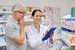 pharmacist talking to the senior